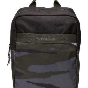 Calvin Klein Cooper Camo Medium B reppu