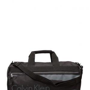 Calvin Klein Cooper Weekender 001 viikonloppulaukku