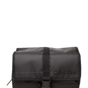 Calvin Klein De-Logan 2.0 Hanging toilettilaukku