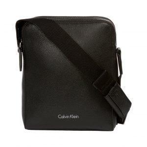 Calvin Klein Double Tack Slim Reporter Laukku