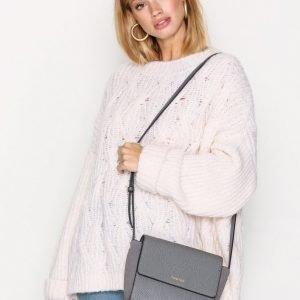 Calvin Klein Jasmine Texture Flap Cros Olkalaukku Harmaa