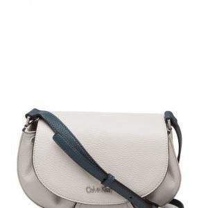 Calvin Klein Jenna Saddle Bag olkalaukku
