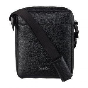 Calvin Klein Lial Mini Reporter Nahkalaukku