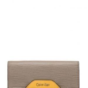 Calvin Klein Lisa Large Trifold 9 lompakko