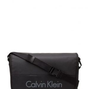 Calvin Klein Play Messenger With