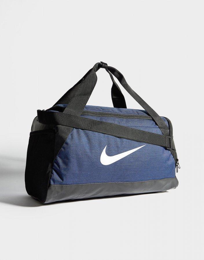 9d3c3234be Nike Brasilia Small Duffle Bag Treenikassi Obsidian   Black ...