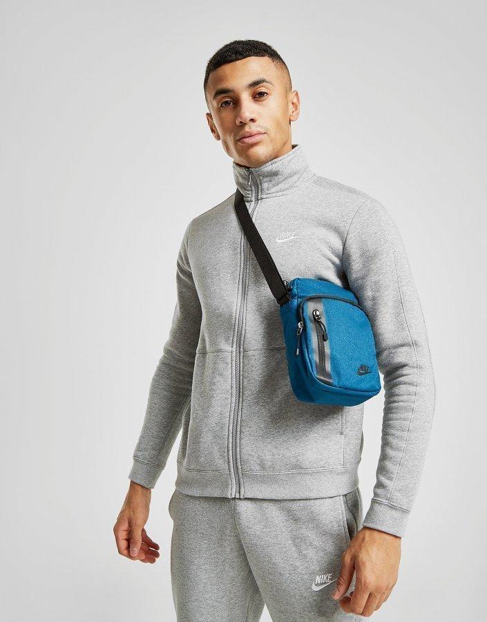Nike Core Small Crossbody Bag Olkalaukku Sininen - Laukkukauppa24.fi 40611ca2543e2