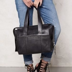 TIGER OF SWEDEN Amiate Leather Bag 050 Black