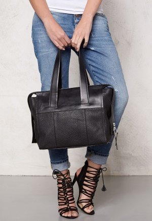 TIGER OF SWEDEN Amiate Leather Bag 050 Black - Laukkukauppa24.fi 86a0a4bef6