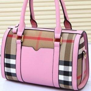 Vaaleanpunainen ruudullinen laukku